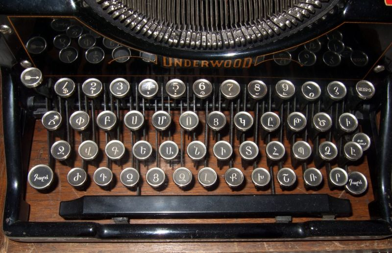Photo of an old typewriter