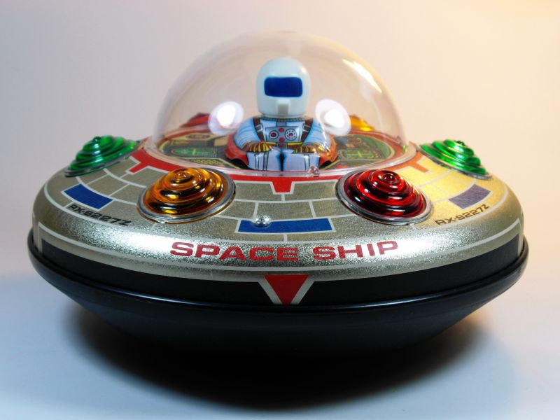 Image of a flying saucer toy